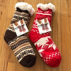 Accessories - Snoozies fuzzy socks in red & brown